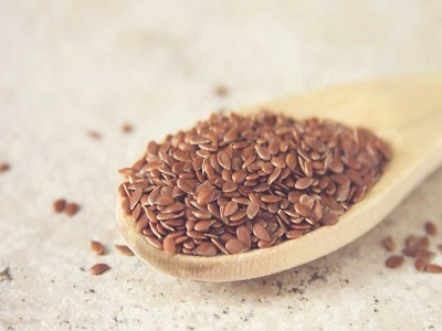 flaxseeds-on-wooden-spoon-1296x728